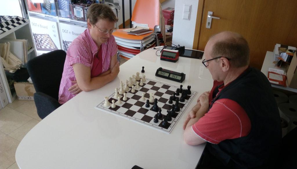 WFM Anita Just gegen Dr. Ralf Ludig